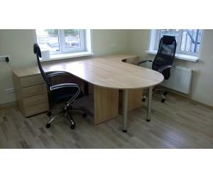 Оборудование кабинета офисной мебелью с креслами для двух человек