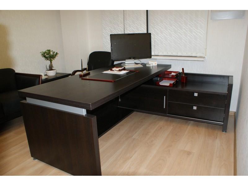 """Оборудование мебелью кабинета для руководителя комплектом из серии """"Соренто"""""""