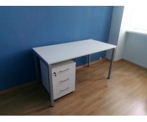 Стол для офиса на металлокаркасе с тумбой
