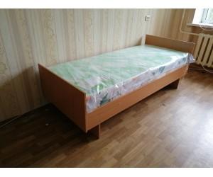 Кровать с матрасом для комнат в общежитии
