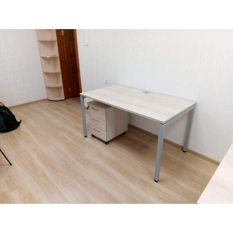 Комплект мебели на металлическом каркасе.